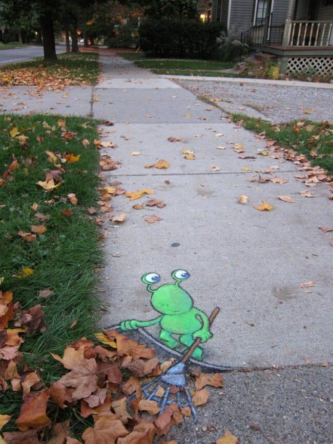 Street Art yang menggunakan kapur ini karya David Zinn