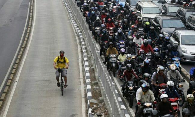 Naik sepeda lebih lancar di jalan