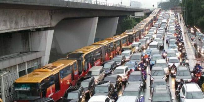 Busway juga bisa kena macet