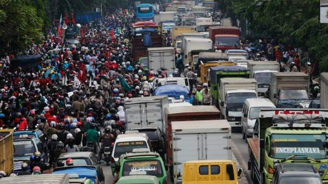 Demo warga memperparah kemacetan