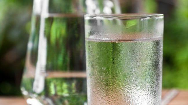 Konsumsi air yang banyak akan mengurangi bau mulut