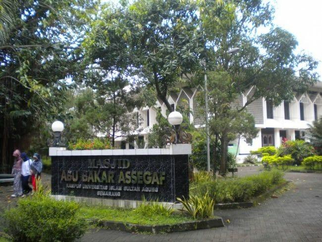 Masjid Abu Bakar Assegaf, Kampus UNISSULA Semarang
