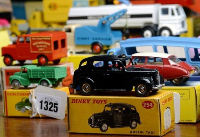 Mobil mainan