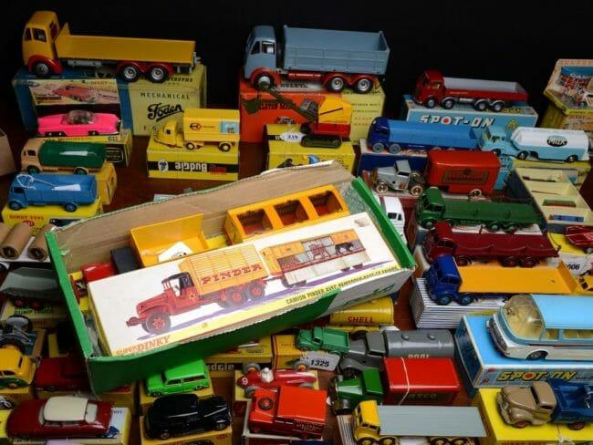 Mobil mainan klasik