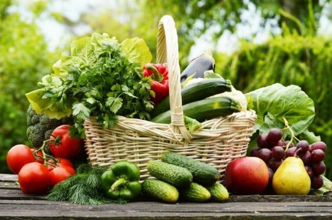 Sayur dan buah berserat akan membantu proses pembakaran lemak yang dibutuhkan untuk peningkatan metabolisme
