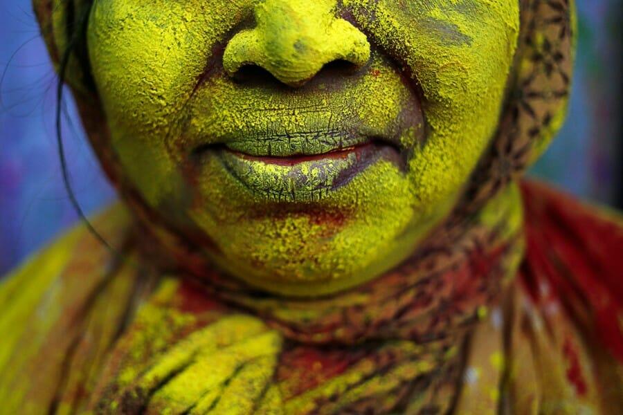 Holi atau Festival Warna Bagi Para Janda