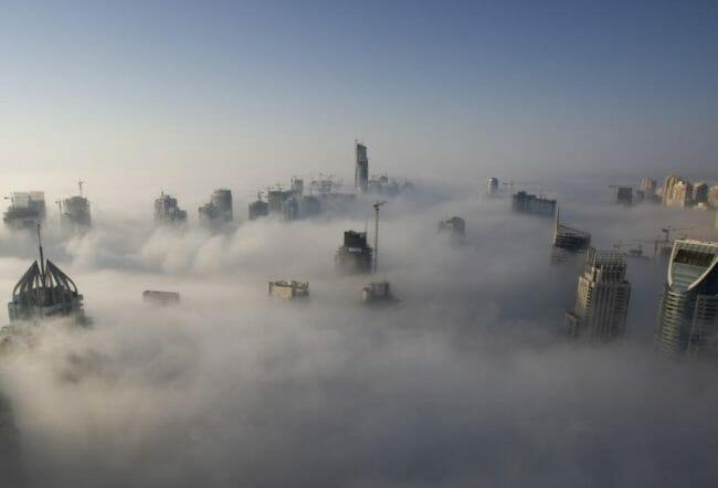 Kabut berat di Dubai Marina