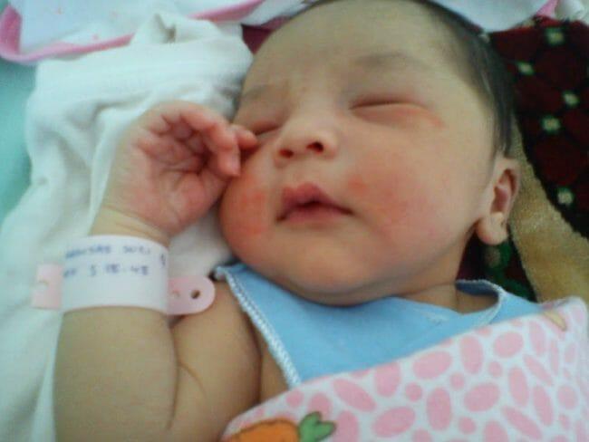 Perkembangan Bayi bulan pertama