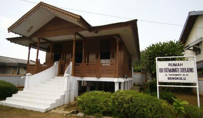 Rumah Adat Bumbungan Lima