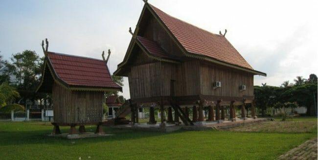 Rumah Adat Panggung Jambi