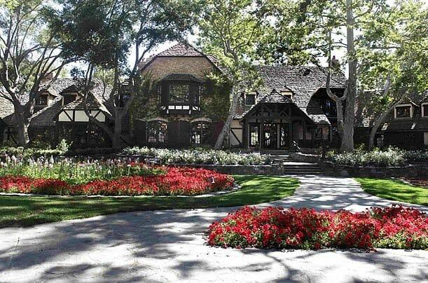 Taman Depan di Neverland