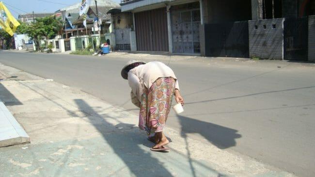 nenek-bungkuk