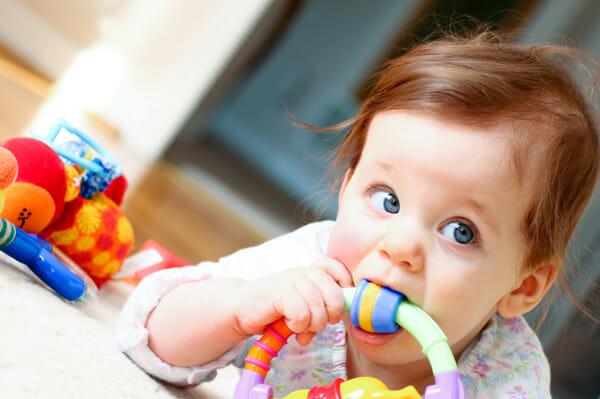 tahap perkembangan anak bayi sensorimotor