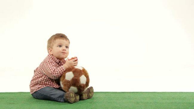 mainan bayi bola