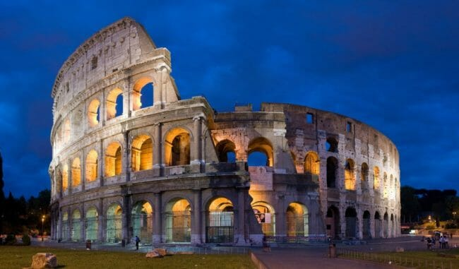 Keajaiban Dunia Roman Colosseum, Roma Italia