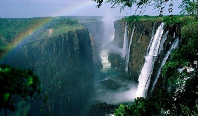 Pelangi di Air Terjun Zambia