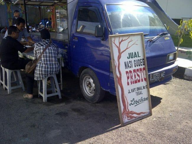 Bisnis Makanan warung nasi mobil