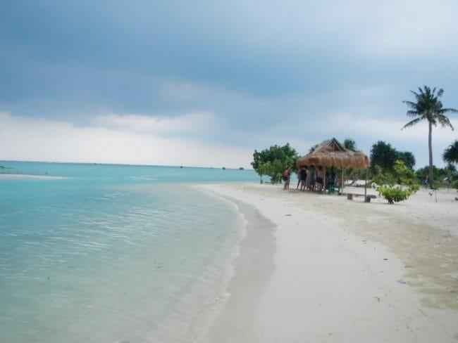 Keindahan Pantai Pulau Pari indonesia