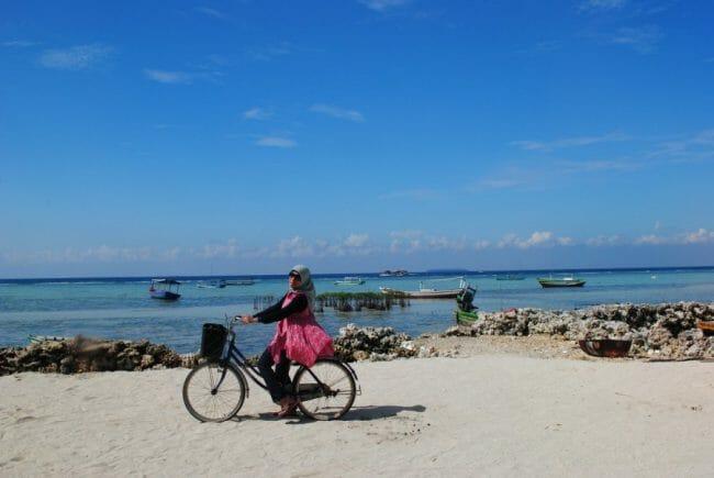 Menikmati Keindahan Pulau Pari dengan Sepedah