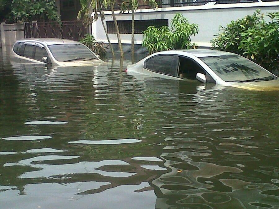 7 Hal yang Harus Dilakukan Bila Mobilmu Terendam Banjir