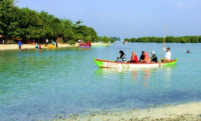 Dayung Sampan Pulau Pari Kepulauan Seribu