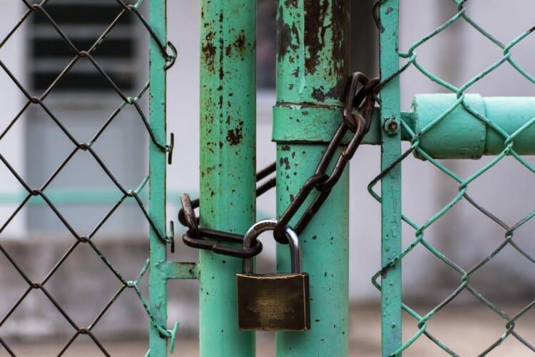 gambar pagar dan gembok